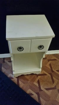 white and gray wooden 2-drawer chest Longueuil, J4K 2Y7