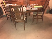Extending DR Table and 4 chairs Virginia Beach, 23454