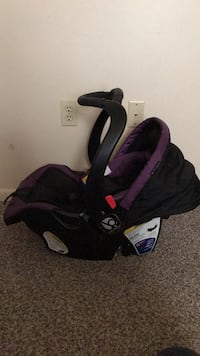 Baby Trend Purple&Black Carseat with base York, 17404