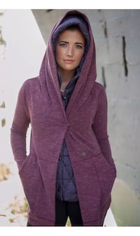 As new ~ lululemon find your centre wrap ~ rustberry ~ size 8/10