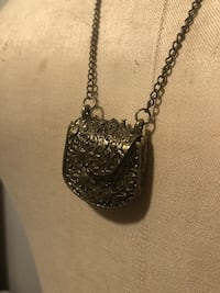 Brass-colored chain necklace with pendant Toronto, M6H 3Z7