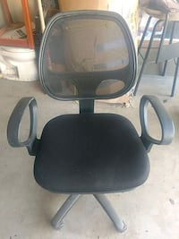 black and gray rolling armchair Cochrane, T4C 0R6