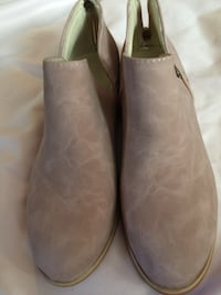 Women's Size 7. Boots.