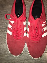 Red and white retro Adidas tennis shoes men size 10.5 3733 km