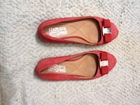 Red Ferregamo flats. Size 8 - In excellent condition PRICE/PRIX: $85 NON-NEGOTIABLE Montreal, QC, Canada