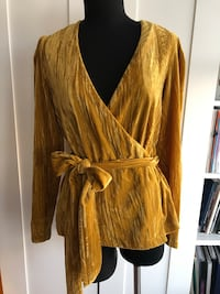 Topshop Mustard yellow crushed velour wrap top Size US6 New Westminster, V3L 0J1