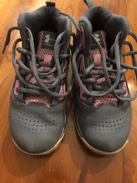 Girls Under Armour shoes (kids size 13K) - worn only 3 times Bloomington, 55431