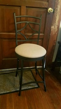 "Swivel bar stool  39""h x 16.5""d x 13""w New Orleans, 70115"