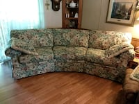 gray and white floral 3-seat sofa Crossville, 38572