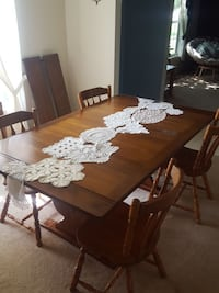 Solid wood dining room table Stafford, 22556