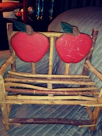 apple bench Des Moines, 50313