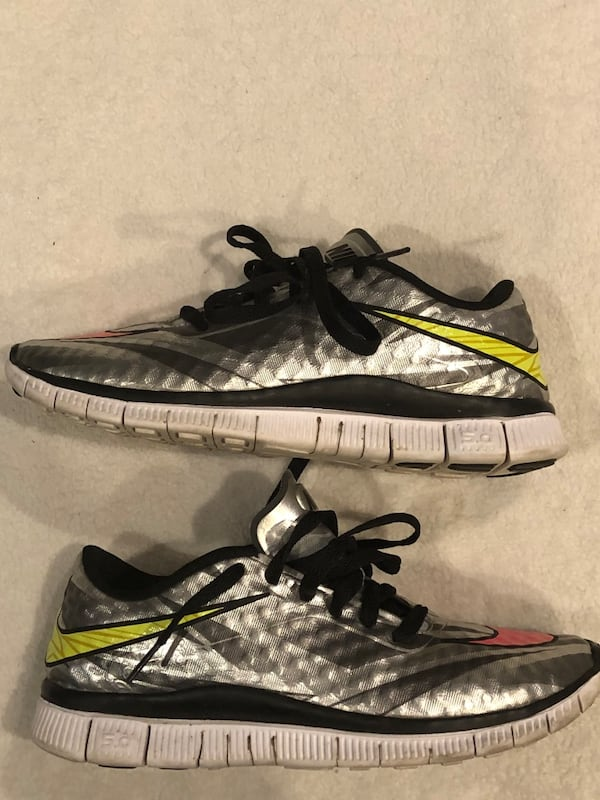 Nike trainer runners sz 7Y a133f275-4961-4a58-adad-05dc3be0a789