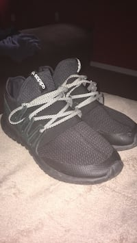 pair of black Adidas running shoes Ashton, 20861