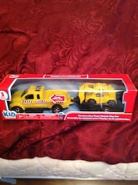 two yellow construction team vehicle play set in box Hamilton, L8H 5X7
