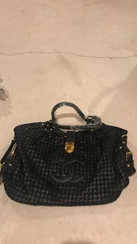 black and gray Chanel leather shoulder bag Mississauga, L5W 1T7