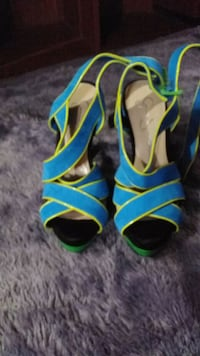 pair of blue-and-green leather heeled sandals 866 mi