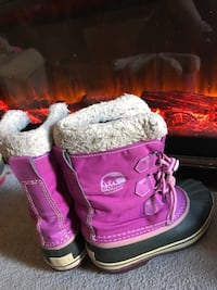 Girls sorel boots size 2 youth  Newmarket, L3X 1W3