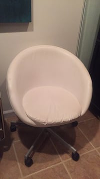 white and gray padded chair 581 mi