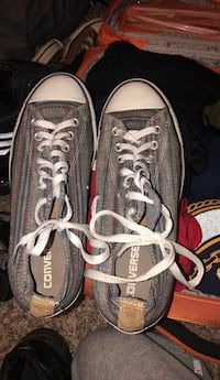 pair of gray Converse low-top sneakers 1202 mi
