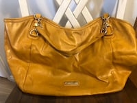 Gently Used Steve Madden Purse!