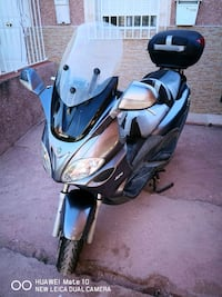 scooter negro y gris 6433 km