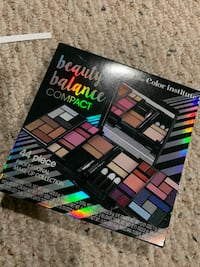 Beauty Balance Compact 44 piece Make-Up Collection