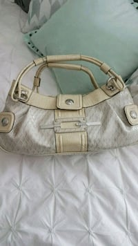 New Authentic Guess bag Calgary, T3N 0E4