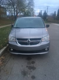 2013 Dodge Caravan Stow n go leather Toronto, M1K