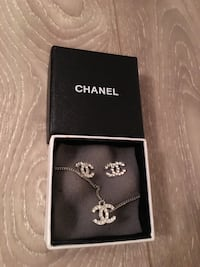 Brand new Chanel earring and necklace 3753 km