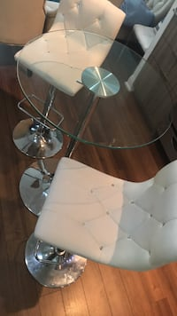 Dinning table set with white stools / chairs  Toronto, M8V