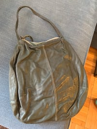 Green leather purse great condition  Washington, 20008