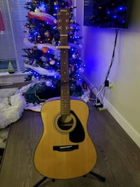 Yamaha F325D Folk Acoustic Guitar with guitar stand + cappo