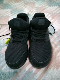 pares ng black Adidas low top sneakers San Pedro