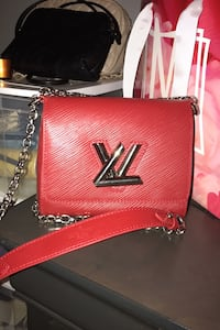 Louis Vuitton Hand bag Hamilton, L8T 4N3