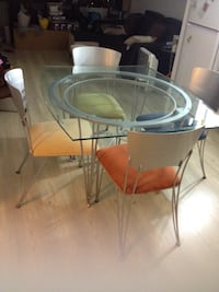 Kitchen table with glass top Toronto, M5V 3Z1