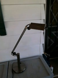 Heavy duty desk lamp