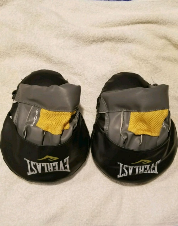 pair of black-and-yellow boxing mitts. 62a4a092-209d-4186-974a-150dd6daaa1c
