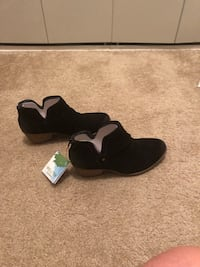 pair of black Nike running shoes 170 mi