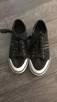 Black and white Guess low-top sneakers Size 6 1/2 Middleville, 49333