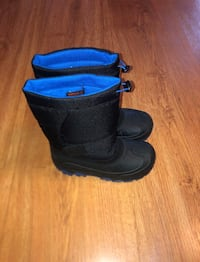 Boys insulated snow boots size 3