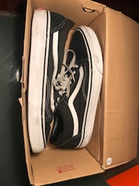 pair of black Vans low-top sneakers with box Montréal, H2K 3C2
