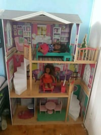 5 foot tall doll house  Toronto, M3N 2H8