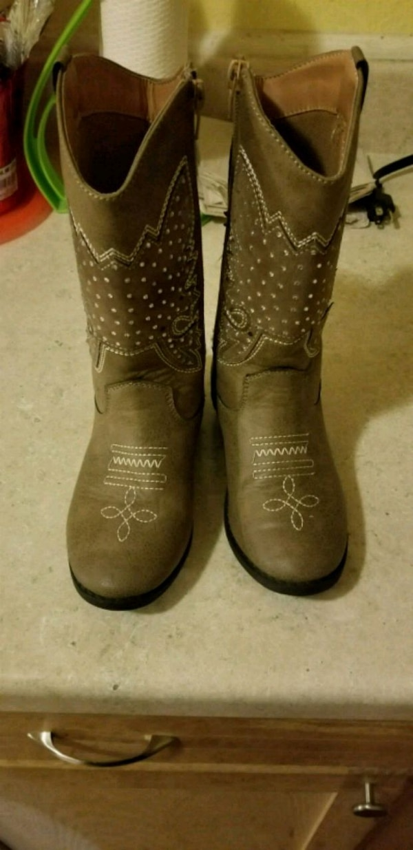25737c19ef81 Used Girls boots sz 13 for sale in Fort Worth - letgo