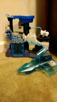 Mr freeze house and plane