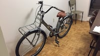 7 speed cruiser bicycle with lock Toronto, M9A 4Y1