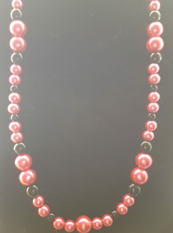gold-colored necklace with pink gemstones