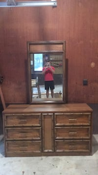 Beautiful six drawer dresser with detachable mirror included   Panama City, 32404