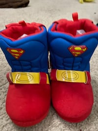 Superman baby slippers with cape sz 5/6