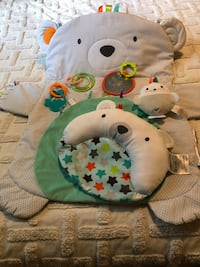 Bright Stars baby tummy time play mat with all original pieces  Alexandria, 22306
