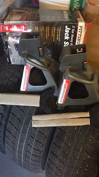 Brand new in box pair of 3ton heavy duty jacks Mississauga, L5V 1G5